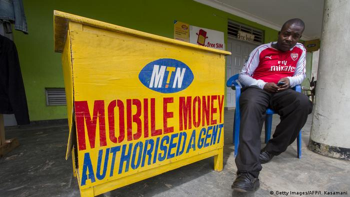 Afrika | Mobile money (Getty Images/AFP/I. Kasamani)