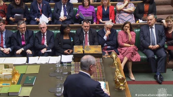 Attorney General Geoffrey Cox speaking to parliament