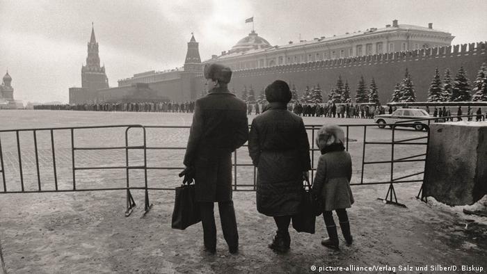 Красная площадь и очередь в Мавзолей Ленина, 1988 год