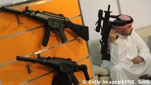 Deutschland Waffenproduktion & Waffenexport | Heckler & Koch - Messe in Abu Dhabi (Getty Images/AFP/K. Sahib)