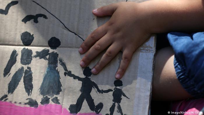 كيف يمكن مساعدة الأطفال اللاجئين غير المصحوبين بذويهم في اليونان؟