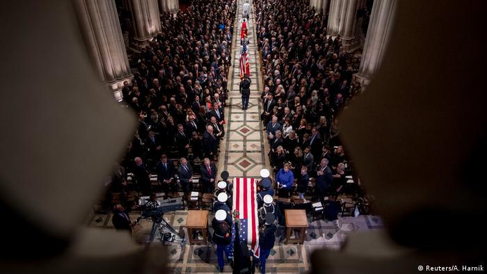 USA Begräbnis George H.W. Bush Senior l Trauergemeinde in der National Cathedral (Reuters/A. Harnik)