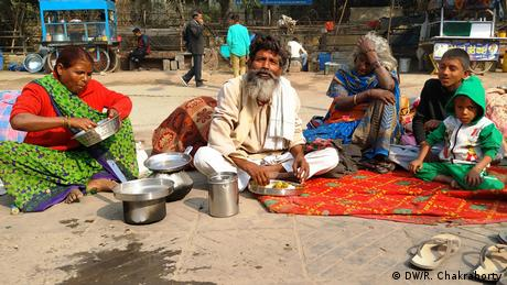 Indien Slumbewohner in Delhi (DW/R. Chakraborty)