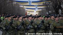 Kosovo soldiers at independence anniversary parade (picture alliance/Sputnik/A. Vitvitsky)