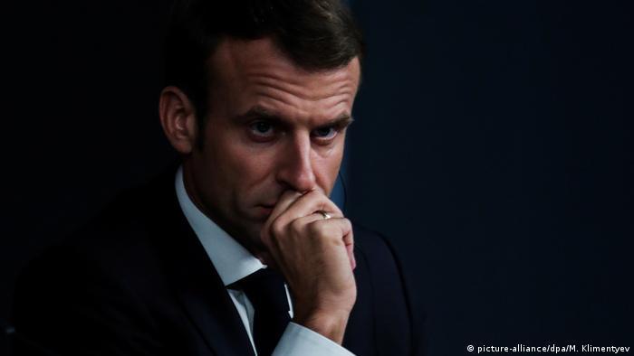 Türkei, Istanbul: Emmanuel Macron schaut besorgt (picture-alliance/dpa/M. Klimentyev)