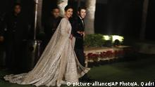 Indien Hochzeits-Kleidung Priyanka Chopra, Nick Jonas (picture-alliance/AP Photo/A. Qadri)