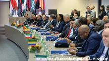 06.12.2018, Österreich, Wien: 5722634 06.12.2018 Participants wait for the beginning of the OPEC meeting, in Vienna, Austria. Alexey Vitvitsky / Sputnik Foto: Alexey Vitvitsky/Sputnik/dpa