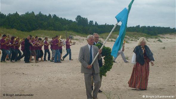Liven am Strand bei einem traditionellen Ritual (Foto: Birgit Johannsmeier)