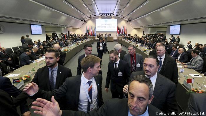 Österreich OPEC-Treffen in Wien (picture-alliance/AP Photo/R. Zak)