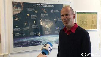 Deutsches Forschungsgerät auf chinesischer Mondsonde   Prof. Robert F. Wimmer-Schweingruber (DW/Mu Cui)