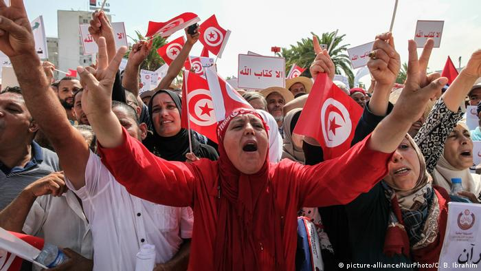 Tunesien Proteste in Tunis (picture-alliance/NurPhoto/C. B. Ibrahim)
