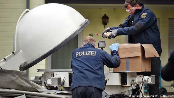 Deutschland Großrazzia gegen Online-Handel mit Feuerwerkskörpern