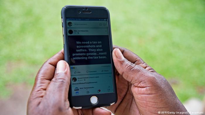 Social Media-Nutzung in Afrika (AFP/Getty Images/I. Kasamani)