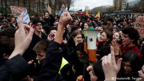 Οι φοιτητές βγαίνουν στους δρόμους της Γαλλίας
