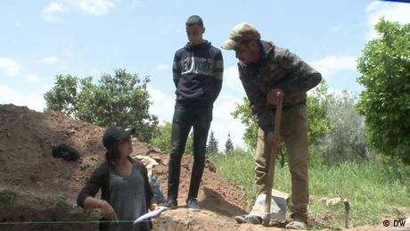 eco@africa Engineer Fatima Beraich helps install a biogas system with two Moroccan farmers. (DW)