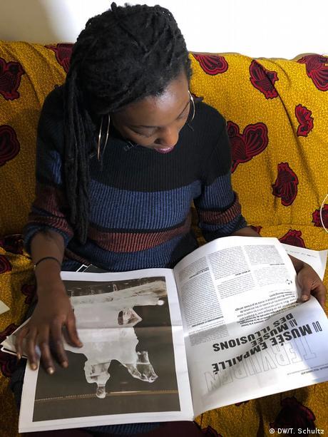 Belgische Künstlerin Laura Nsengiyumva (DW/T. Schultz)