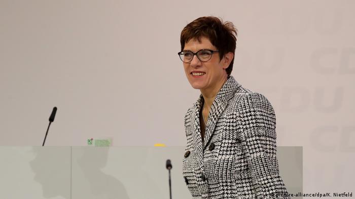 Deutschland CDU Bundesparteitag Annegret Kramp-Karrenbauer (picture-alliance/dpa/K. Nietfeld)