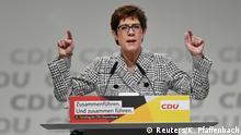Annegret Kramp-Karrenbauer (Reuters/K. Pfaffenbach)