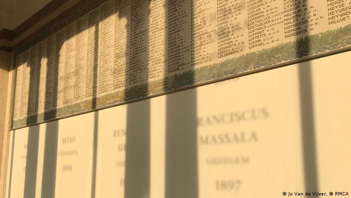 names projected onto an epitaph (Jo Van de Vijver, © RMCA)