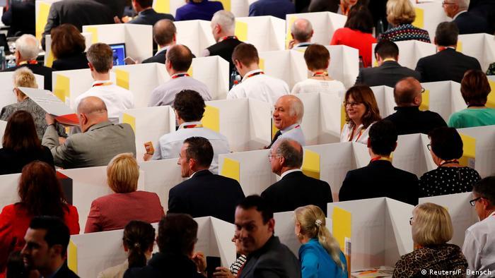 Deutschland CDU-Parteitag in Hamburg Wahlboxen