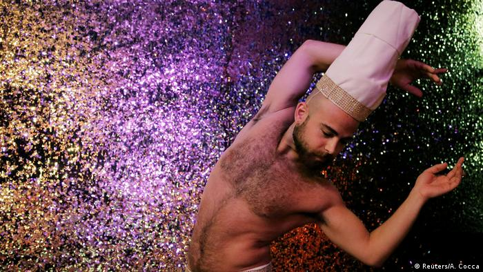 Syrian migrant Haidar Darwish performing in a show in Berlin (Reuters/A. Cocca)