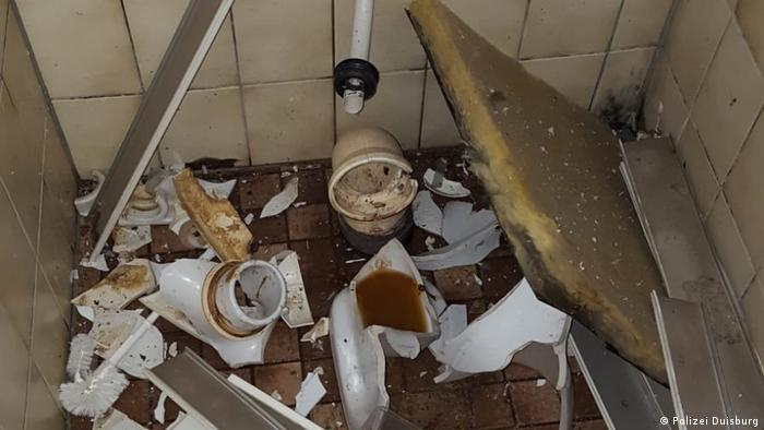 Bathroom stall demolished in explosion at Duisburg elementary school (Polizei Duisburg)