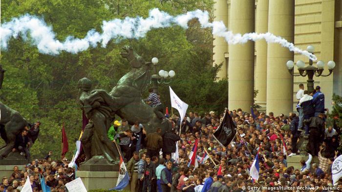 Proteste gegen Milosevic in Belgrad, Jugoslawien (Getty Images/Hulton Archive/P. Vujanic)