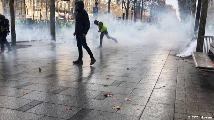Frankreich Gelbwestenprotest in Paris | Champs-Elysee (DW/C. Martens)