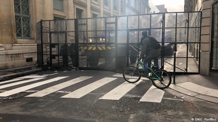 Frankreich Gelbwestenprotest in Paris | Sperrzone (DW/C. Martens)