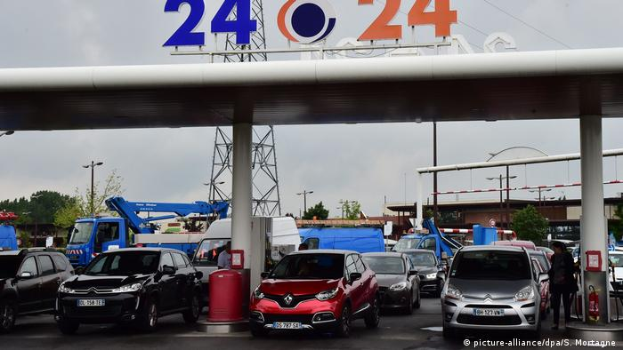 Автомобильная заправка во Франции