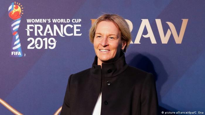 Auslosung Fußball-WM der Frauen in Frankreich Martina Voss-Tecklenburg (picture-alliance/dpa/C. Ena)