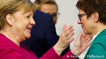 Annegret Kramp-Karrenbauer Angela Merkel (Reuters/K. Pfaffenbach)