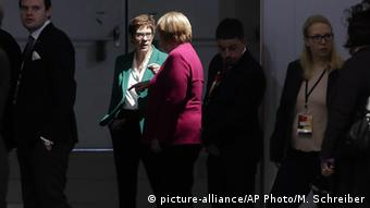 Germany Merkel's Party Annegret Kramp-Karrenbauer Angela Merkel (picture-alliance/AP Photo/M. Schreiber)