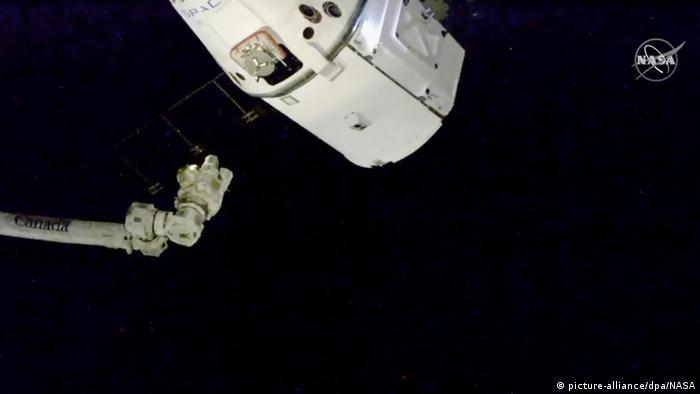 Internationale Weihnachtsessen.Raumfrachter Mit Weihnachtsessen Und Mäusen An Iss Angedockt