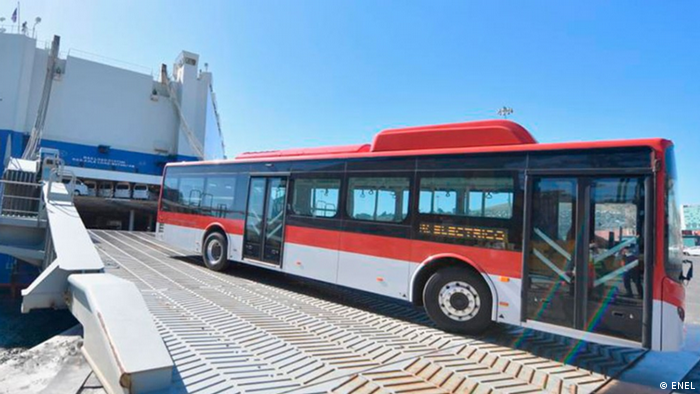 Autobuses eléctricos en Santiago. Chile está a la vanguardia mundial, detrás de China.