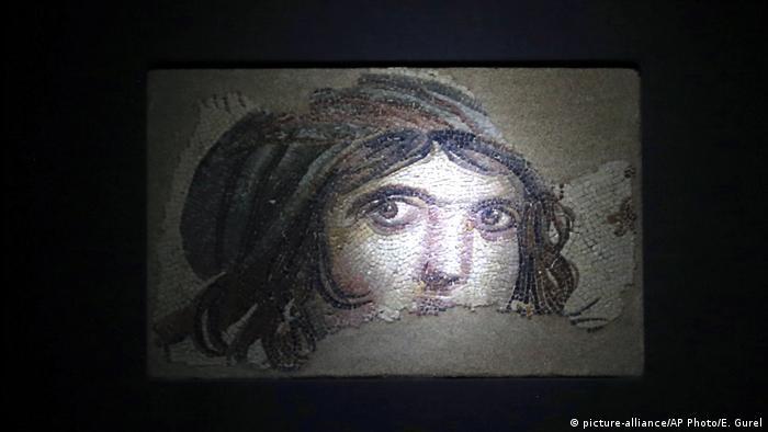 Türkei Antike Mosaikteile wieder in alter Heimat zu sehen (picture-alliance/AP Photo/E. Gurel)