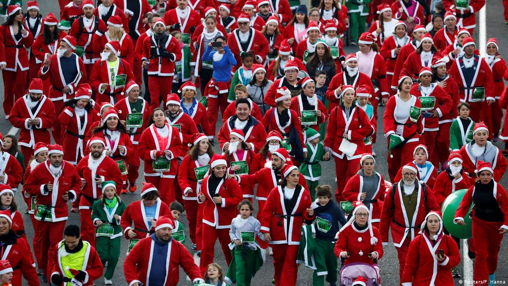 Santa-themed race draws thousands in Spain′s Madrid | News | DW