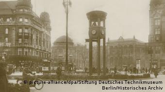 Tο πρώτο φανάρι στο Βερολίνο στην πλατεία Πότσνταμ