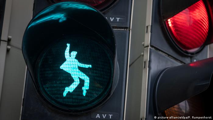 Elvis Presley traffic light in Friedberg (picture-alliance/dpa/F. Rumpenhorst)