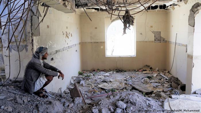 Jemen Sanaa Zerstörungen Ruine Menschen