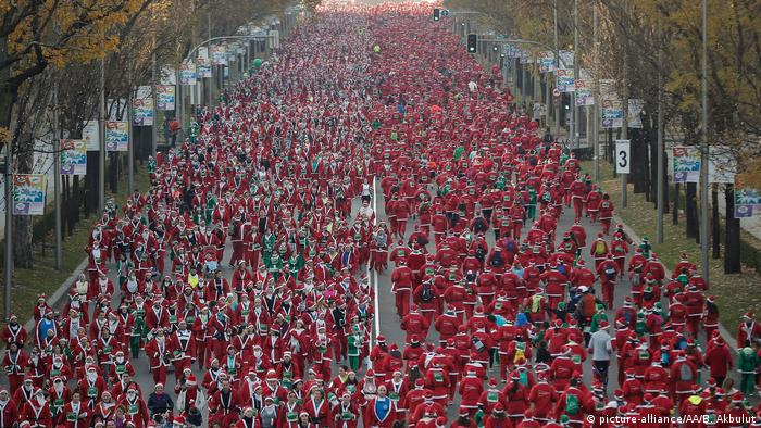Santa-themed race draws thousands in Spain′s Madrid | News | DW | 09.12.2018
