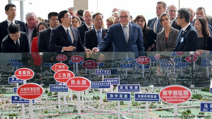 Bundespräsident Steinmeier in China Berufsbildungszentrum für Industriemechanik und Mechatronik Man Sum
