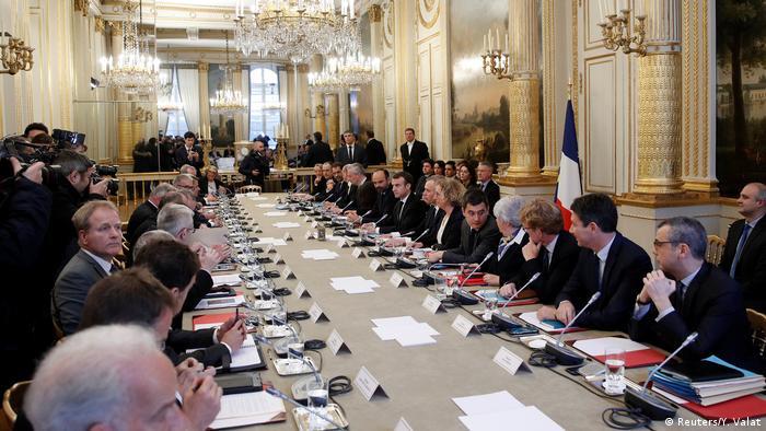 La reunión en el Elíseo precede al mensaje que Macron dirigirá esta noche a la nación. (Reuters/Y. Valat)