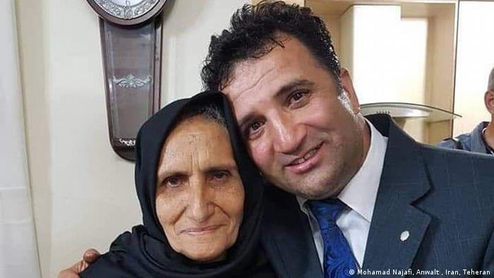 محمد نجفی، وکیل دادگستری و فعال حقوق بشر بارها با اتهامات مختلف احضار و زندانی شده است. این وکیل، در پروندههای مختلف به مجموعا ۱۹ سال زندان محکوم شده؛ پروندههایی که شامل اتهاماتی چون توهین به رهبری، تبلیغ علیه نظام یا کمک به دول متخاصم در مصاحبه با رسانههای خارج از کشور هستند. در بهمن سال ۹۸ و در تازهترین محاکمه، او را به دلیل سخنرانی در خانه مادر ستار بهشتی به شش ماه حبس محکوم کردند.