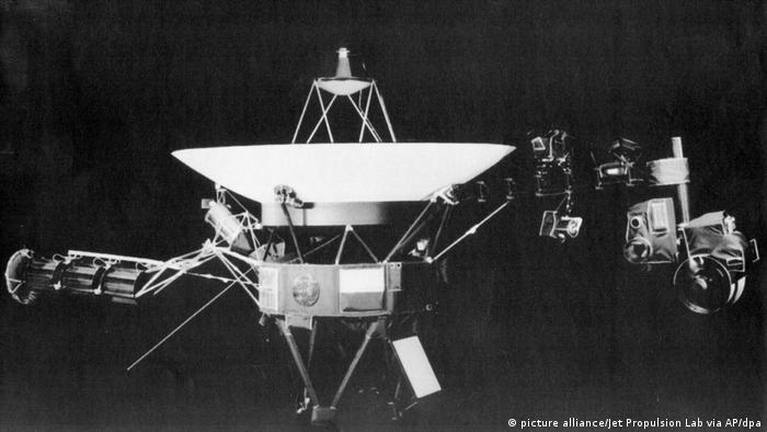 Poco tiempo después, le siguió la Voyager 2. El 5 de noviembre de 2018, la sonda hermana se adentró en el espacio interestelar. La evaluación de las mediciones ha arrojado ahora resultados sorprendentes y tirado por la borda algunas teorías históricas.