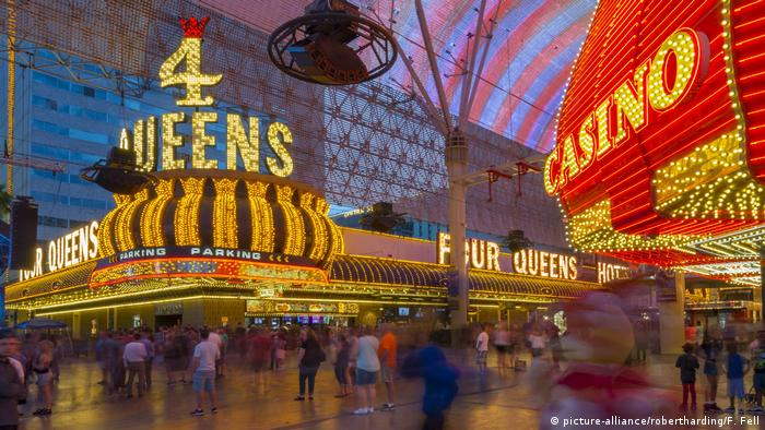 Las Vegas Fremont Street Experience Casino 4 Queens (picture-alliance/robertharding/F. Fell)