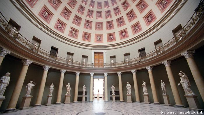 A wide angle view of the rotunda at Berlin's Altes Museum (picture-alliance/dpa/H. Link)
