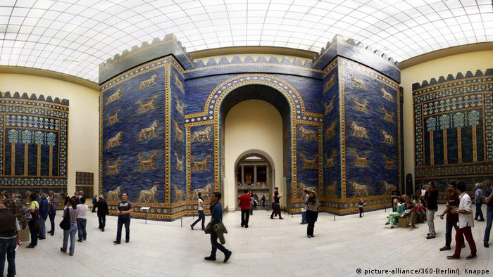 Interior of the Ishtar Gate and processional street of Babylon exhibition room at Berlin's Pergamon Museum, (picture-alliance/360-Berlin/J. Knappe)