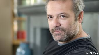 Tiyatro sanatçısı Levent Üzümcü