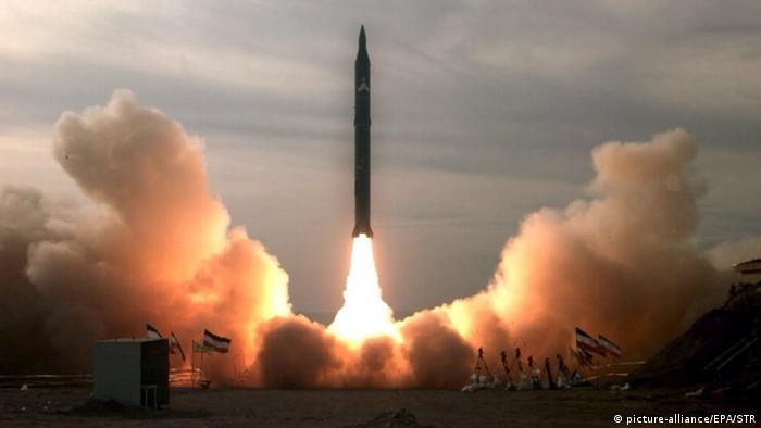 Iran Mittelstreckenrakete Sedschil 2 (picture-alliance/EPA/STR)